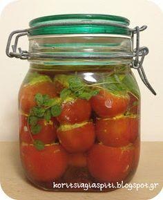 γεμιστά ντοματάκια με φέτα και μυρωδικά στο λάδι