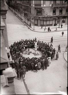 Acróbatas ambulantes, Don Ramón de la Cruz esquina Conde de Peñalver Diego González Ragel Madrid, c.1930