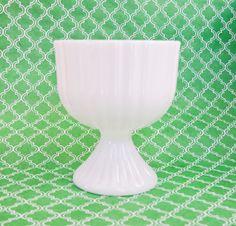 Milk Glass Vintage Vase, Candle Holder Trend, Bowl, Planter, Compote, Wedding Perfect, Pottery Barn, Urban Outfitters #VintageDecoration #WeddingCenterpiece #HomeDeco #WeddingDeco