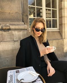 Parisian Style - Click the pic for more inspo from Paris Moda Fashion, Daily Fashion, Girl Fashion, Womens Fashion, Fashion Trends, Style Personnel, Foto Pose, French Chic, French Style