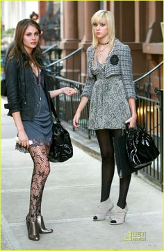 Willa Holland Photos - Actress Willa Holland seen filming an episode of 'Gossip Girl' in New York City. - Willa Holland On The Set Of 'Gossip Girl' Gossip Girl Outfits, Gossip Girl Fashion, Fashion Tv, Fashion Outfits, Womens Fashion, Willa Holland, Taylor Momsem, Cool Tights, Lace Tights