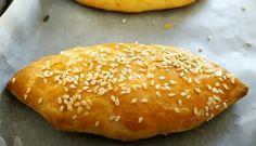 Αυθεντική συνταγή για τυρόπιτες κουρού που γίνει η αγαπημένη σας! Εύκολη συνταγή του πενταλέπτου με λεπτομέρειες όμως που κάνουν την διαφορά για να έχετε στο τέλος τα πιο αφράτα τυροπιτάκια! Η συνταγή είναι από το κανάλι Greek Desserts, Greek Recipes, Finger Food Appetizers, Appetizer Recipes, Pizza Tarts, Kai, Bread And Pastries, Shake Recipes, Bakery