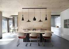Modern / retro interior designed by Spanish Coblonal Arquitectura. Dining Room Design, Dining Area, Kitchen Dining, Dining Table, Dining Chairs, Retro Interior Design, Timber House, Wood Interiors, Design Interiors