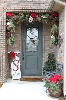 christmas+front+doors | Woodsy Christmas front door decor | Holidays