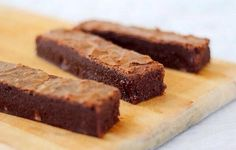 "Pret a manger brownie recipe   MY BOYFRIEND AND I HAD THESE IN LONDON AND WE NOW REFER TO PRET A MANGER AS THE ""MAGIC BROWNIE PLACE"""