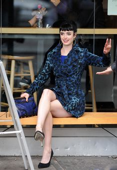 Celebrities showing off their lovely legs by crossing them in stylish and typically short attire with high heels. Krysten Ritter Breaking Bad, Krystin Ritter, Krysten Alyce Ritter, Wilhelmina Models, Lovely Legs, Nice Legs, Jessica Jones, Victoria Justice, Selfie