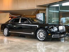 Mulsanne offers so many options that the number of possible combinations runs into the billions. At the current rate of production, the… Rolls Royce Limousine, Rolls Royce Cars, Luxury Car Brands, Luxury Cars, Bentley Rolls Royce, Bentley Mulsanne, Bentley Car, Car In The World, Hot Cars