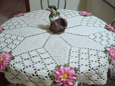 Crochet Patrones Carpetas Redondas Ideas For 2019 Crochet Table Runner, Crochet Tablecloth, Crochet Doilies, Barbie Knitting Patterns, Crochet Rug Patterns, Crochet Projects To Sell, Crochet Crafts, Crochet Round, Easy Crochet
