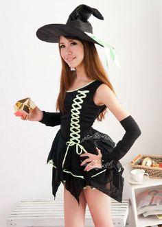 しっかりした帽子に中は2段のチュチュがしっかり入った凝ったドレス。生地はスパンがきいた伸縮性ある着用しやすいデザイン。豪華でしっかりモテ系魔女コスの出来上がり♪ 帽子付きチュチュ入り魔女ドレスコスチュームセット
