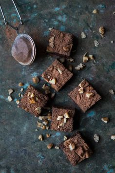 Healthy Brownies and homemade Almond Butter Easy To Make Desserts, Homemade Desserts, Köstliche Desserts, Delicious Desserts, Gluten Free Baking, Vegan Baking, Raw Chocolate, Chocolate Recipes, Raw Brownies