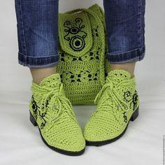 Купить или заказать Льняные ботиночки вязаные в интернет-магазине на Ярмарке Мастеров. Прекрасный комплект для лета! Стильные льняные ботиночки!!!))) Модель очень удобная и универсальная... подходит к любому стилю одежды. Обувь связана из натурального льна салатового цвета. Стелька внутри тоже льняная, ручной работы. Подойдут на любую полноту ноги, регулируются шнуровкой! Есть все размеры подошвы. Изделия можно заказать по - отдельности !