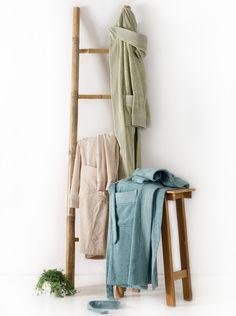 Βαμβακερό μονόχρωμο, μακρύ μπουρνούζι Alter, με κουκούλα και τσέπες.