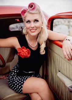 coiffure style pin up années 50 cheveux roulés retro
