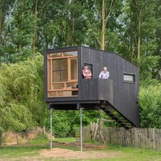 Modern Tiny House, Tiny House Cabin, Cabin Homes, Cozy House, Tree House Playground, Cabin Design, House Design, Low Budget House, Prefab Cabins