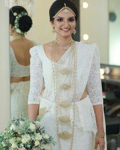 Sari Wedding Dresses, White Saree Wedding, Bride Reception Dresses, Bridal Sari, Indian Gowns Dresses, Wedding Attire, Bridal Dresses, White Weddings, Glamorous Wedding