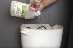 POUR WHITE VINEGAR INTO THE TANK. Then scrub bowl with vinegar. Then spray vinegar on wads of toilet paper and put damp t. under the toilet rim. Let set for 30 min. Re-scrub rim and flush. Vinegar In Toilet Tank, Cleaning Toilet Tank, Bathroom Cleaning Hacks, Household Cleaning Tips, House Cleaning Tips, Diy Cleaning Products, Cleaning Solutions, Toilet Tank Cleaner, Green Cleaning