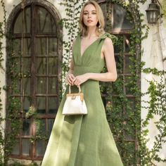 The 10 Best Sustainable Luxury Fashion Brands for 2021 Eco Clothing, Ethical Clothing, Ethical Fashion, Fashion Brands, Sustainable Textiles, Sustainable Fashion, Fast Fashion, Slow Fashion, Paris Fashion