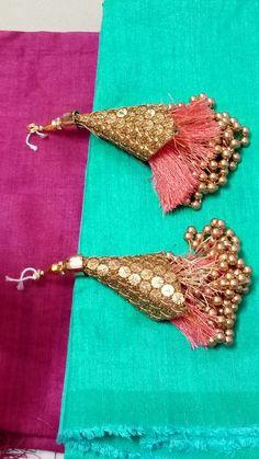 Beautiful latkan Saree Tassels Designs, Saree Kuchu Designs, Saree Blouse Neck Designs, Paper Flowers Craft, Flower Crafts, Tassel Purse, Textiles, Sewing Crafts, Rakhi