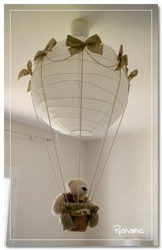 """Luminaire """"Montgolfière"""" fait avec une boule japonaise."""