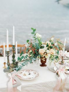 Asymmetrical floral centerpiece | Kristina Malmqvist Photography | see more on:  http://burnettsboards.com/2015/07/demure-beach-wedding/