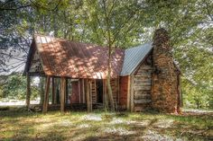 Sharecropper's cabin, The Nolan property, Bostwick, GA. Old Buildings, Abandoned Buildings, Abandoned Places, Abandoned Property, Abandoned Mansions, Old Country Stores, Country Farm, Ghost Sightings, Collateral Beauty