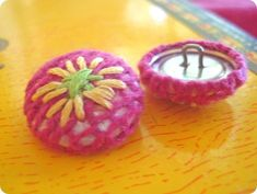 How to make fabric covered buttons!  embroidered fabric buttons via EverythingEtsy