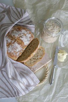 #teatowel #keittiöpyyhe #linen #finnishdesign #jokipiinpellava Kitchen Towels, Tea Towels, Table Settings, Bread, Food, Design, Dish Towels, Brot, Essen
