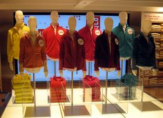 """UNIQLO, San Francisco, Fleece Reversible Jackets"""", pinned by Ton van der Veer Fashion Retail Interior, Interactive Exhibition, Window Shopper, Japanese Outfits, Japanese Clothing, Store Interiors, Visual Display, H Style, Store Displays"""