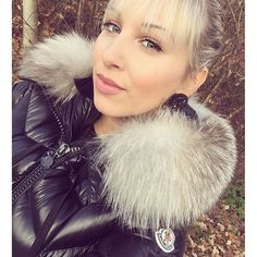 I am gorgeous in my fur Puffy Jacket, The Shining, Winter Jackets Women, Fur Collars, Moncler, Cool Girl, Hair Styles, Woman, Beautiful