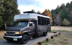 YEAH!!! (Mobile coworking bus lets professionals work, hike, bike & surf)