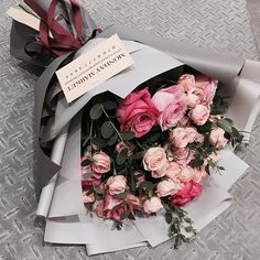 Things to Know about Deals on Valentine's Day Flowers Online Boquette Flowers, Beautiful Bouquet Of Flowers, How To Wrap Flowers, Luxury Flowers, Beautiful Flowers, Roses Luxury, Gift Flowers, Bouquet Wrap, Gift Bouquet