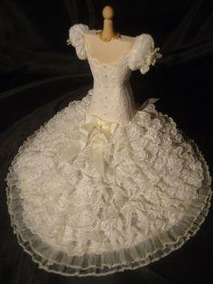 Elaborate lace weddinggown 1/12th scale. door LittleDayDreamStore