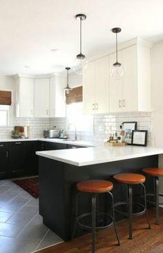 Elegant and adorable design ideas for two-tone kitchen cabinets – White N Black Kitchen Cabinets Kitchen Ikea, Kitchen Interior, New Kitchen, Kitchen Decor, Kitchen Wood, 10x10 Kitchen, Distressed Kitchen, Cheap Kitchen, Decorating Kitchen