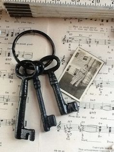 Ebony Black Skeleton Keys-Home Decor-Rustic -October-Cast Iron-Winter-Vintage Inspired-Romantic-Cabin Style-Autumn Fall on Etsy, $14.00