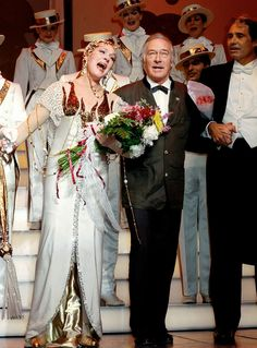 Christopher Plummer surprises Julie at the finale of her last performance of Victor Victoria