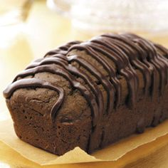 Triple-Chocolate Quick Bread - this would make a fabulous gift to the neighbors! Snacking, Quick Bread Recipes, Loaf Recipes, Bread Machine Recipes, Bakery Recipes, Sweet Recipes, Banana Nut, Banana Bread, Dessert Bread