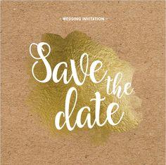 Unieke enkele save the date kaart met folie goud brushes effect, sier letters, kraft ondergrond en goud gekleurde confetti rondjes! Geheel zelf aan te passen. Enveloppen kunnen los bij besteld worden.