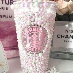 Starbucks Tumbler Cup, Starbucks Cup Art, Bebidas Do Starbucks, Starbucks Drinks, Just Girly Things, Cool Things To Buy, Pink Neon Wallpaper, Indian Jewelry Sets, Cute Cups