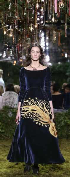 """Christian Dior Official pictures, S/S 2017 - Couture - """"Étoile filante"""" - Navy silk velours dress, with a hand-painted gold star. - http://www.orientpalms.com/Christian-Dior-6609"""