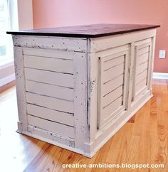Shipping Crate Desk (4)....beautiful....i could sooooo make this