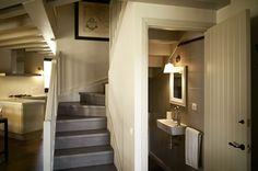 Propuesta de baño de cortesia aprovechando el bajo de la escalera