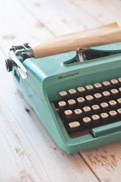 typewriter print. I WANT THIS!