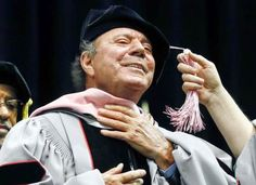 Tirando Pegao: Julio Iglesias recibe doctorado honorario de Berklee