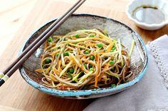 """750g vous propose la recette """"Salade de nouilles Soba, carottes et courgettes"""" publiée par pweeksQ."""