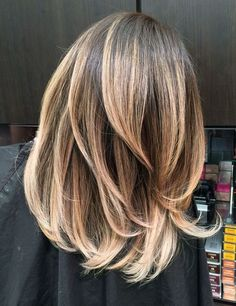 Классическое омбре на средних волосах, где смена цветов практически незаметна