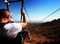 Visita turística en tirolina al Cañón Bootleg. ¿Alguna vez se ha imaginado elevándose desde la cima de una montaña con una vista de águila? Deje que su imaginación se convierta en realidad y experimentar la emoción. http://lasvegasnespanol.com/en-las-vegas/visita-turistica-en-tirolina-al-canon-bootleg-2/