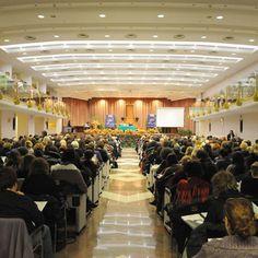 """Siamo a Chianciano Terme, nel Grand Hotel Excelsior.    Il luogo ideale per congressi, concerti, sfilate di moda ed esposizioni vetture.    La struttura ideale per organizzare un """"evento"""" sotto il segno dell'eleganza e dello stile."""
