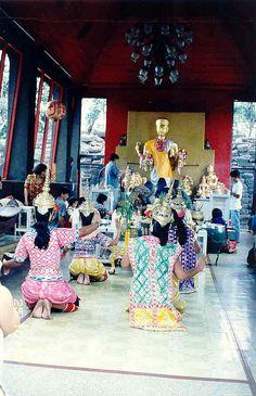 43 lopburi danseuses traditionnelles