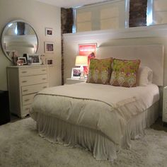 Another pinner said: Make your college room look like home... Get Preppy College Dorm Room Ideas like this on Uscoop.com! Me: that is actually super cool especially if you have to ever live in an apartment where you can't paint the walls. I hate white walls but this looks so cozy and inviting