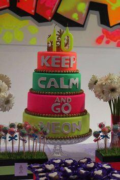 Quiz Eventos - Festa - Keep Calm and Go Neon 40th Birthday Themes, Neon Birthday, 13th Birthday Parties, Birthday Party For Teens, Birthday Ideas, Bolo Fake Neon, Bolo Neon, Neon Party, Disco Party